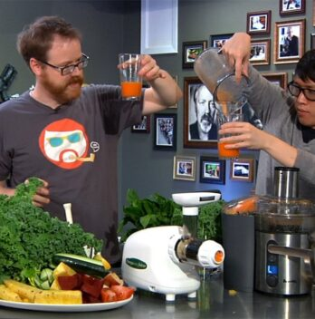 Masticating vs. Centrifugal Juicers Featured