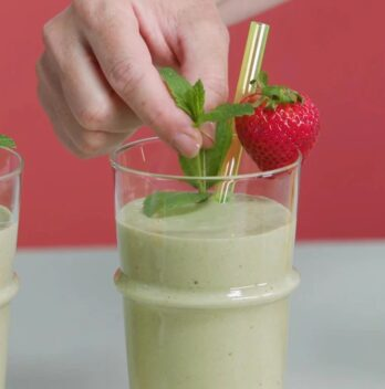 The Tastiest Ways To Make Smoothies Without Yoghurt Featured